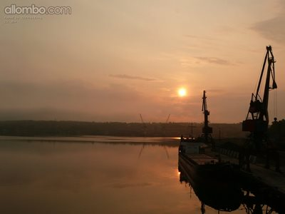 A chilly dawn in Vostochny harbour
